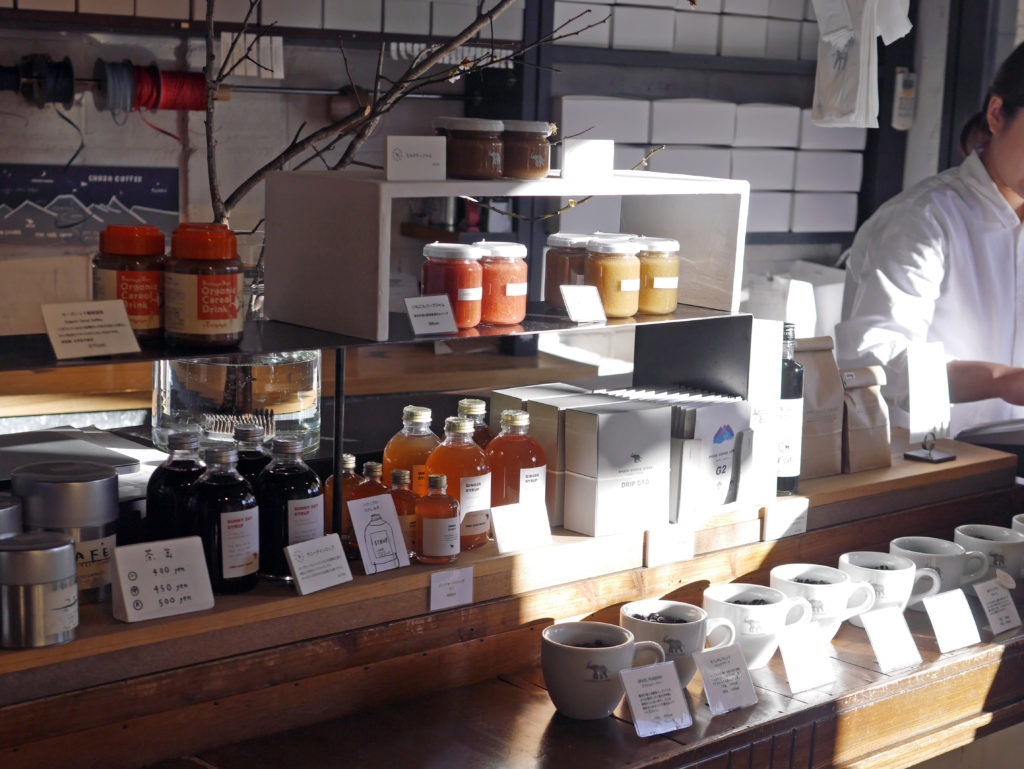 Shozoカフェ1階のShozo Taste(ショウゾウテイスト)。コーヒーや焼き菓子などを購入できます。
